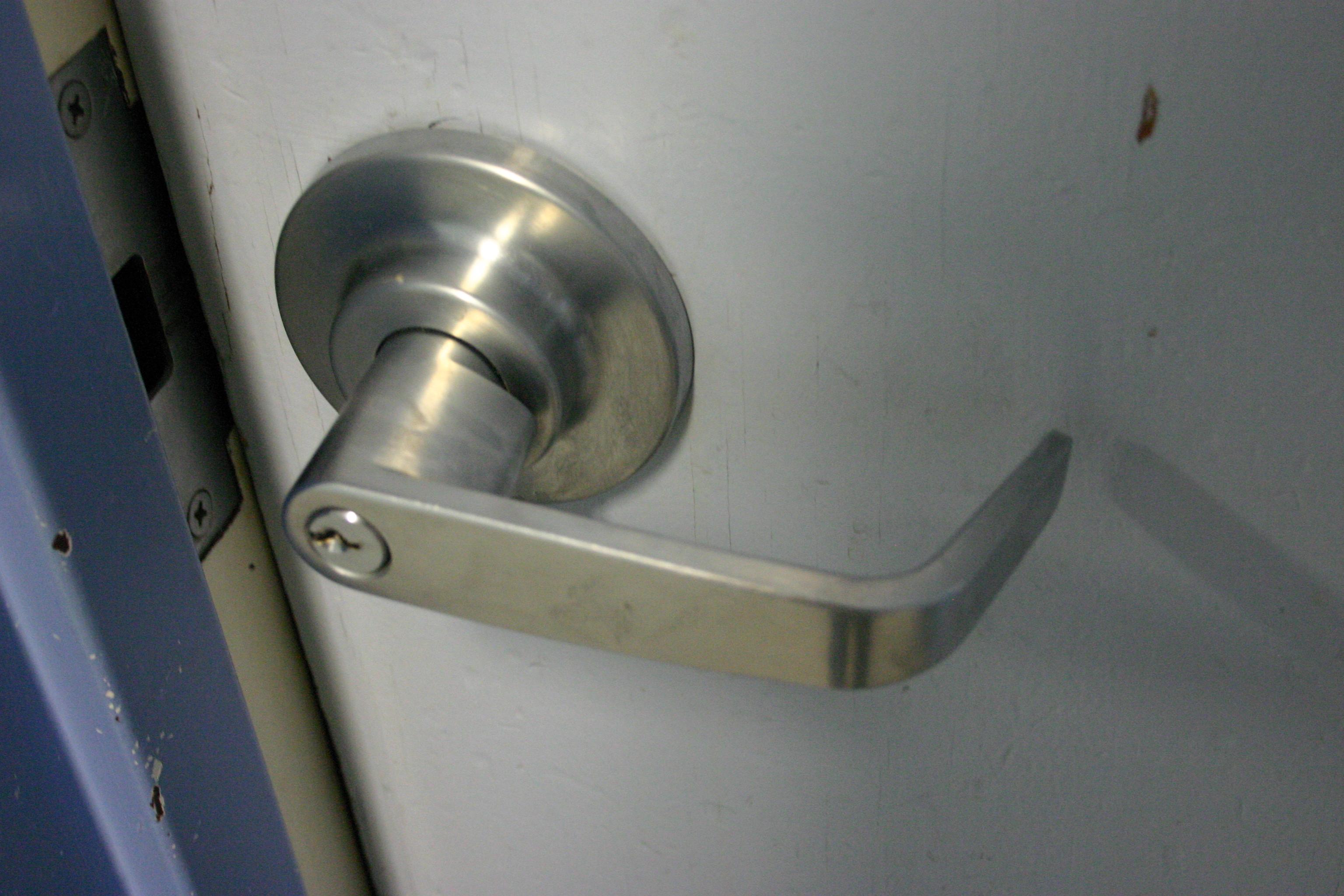 simple machine door knob photo - 13