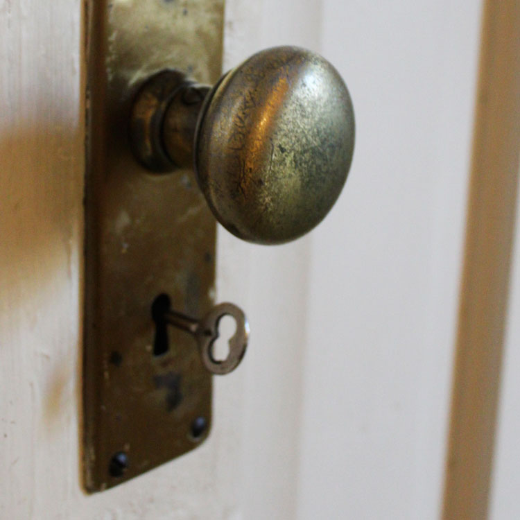 skeleton key door knob photo - 1