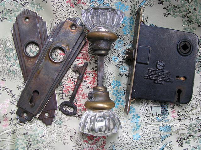 skeleton key door knob photo - 10