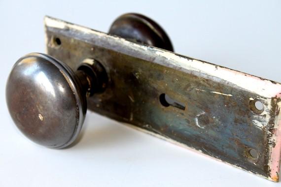 skeleton key door knob photo - 11