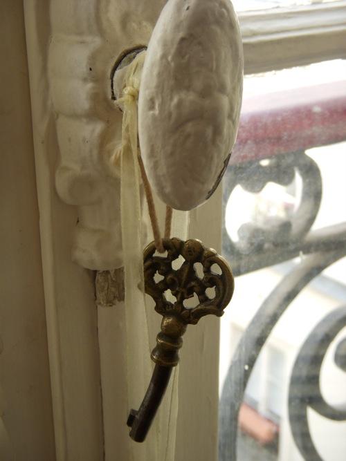 skeleton key door knob photo - 14