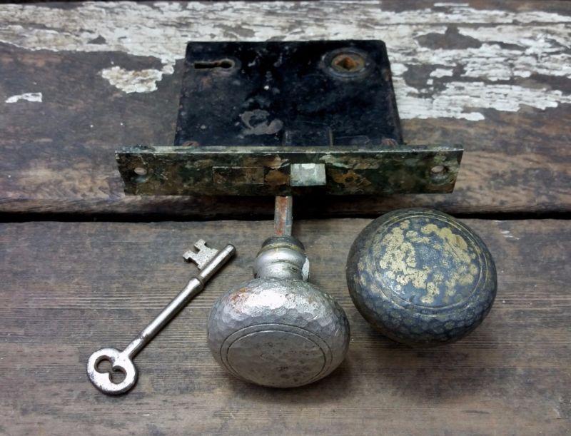 skeleton key door knob photo - 18