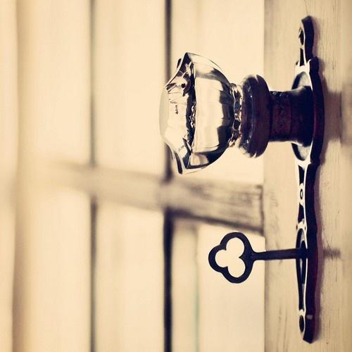 skeleton key door knob photo - 9