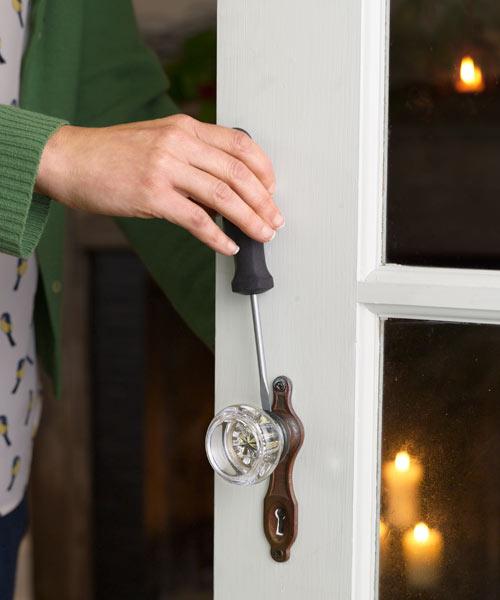 tighten door knob photo - 13