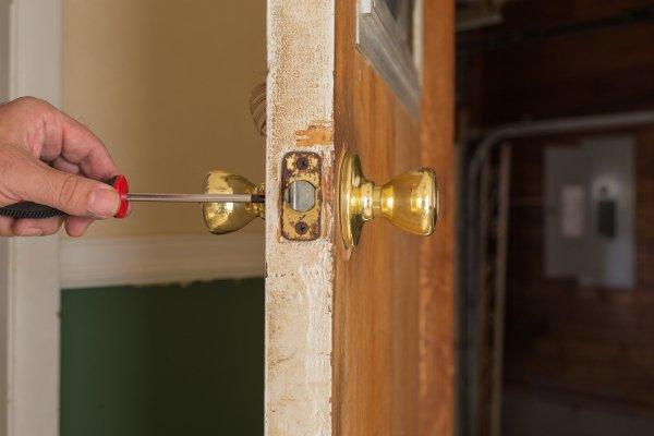 tighten loose door knob photo - 11