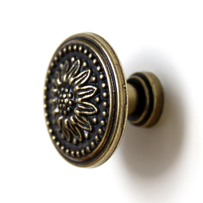vintage cupboard door knobs photo - 4