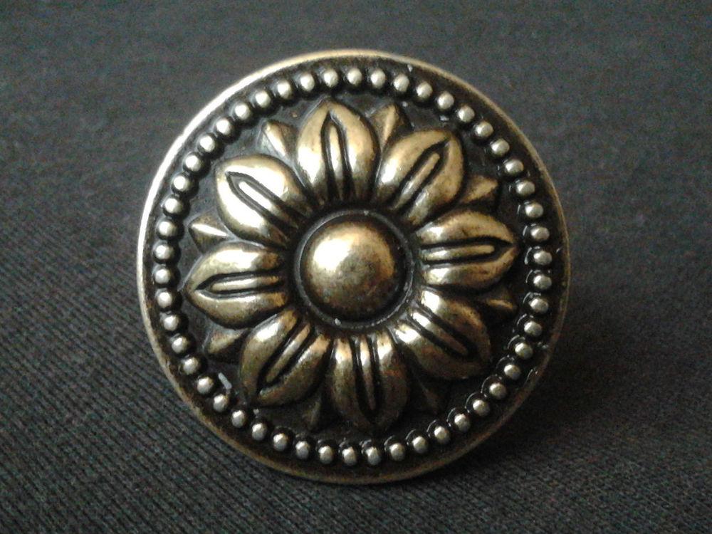 vintage looking door knobs photo - 10