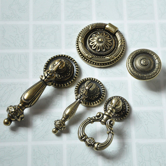 vintage looking door knobs photo - 20