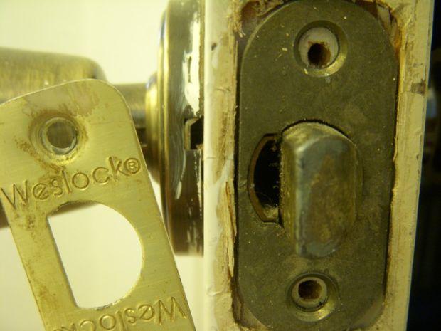 weslock door knob removal photo - 5