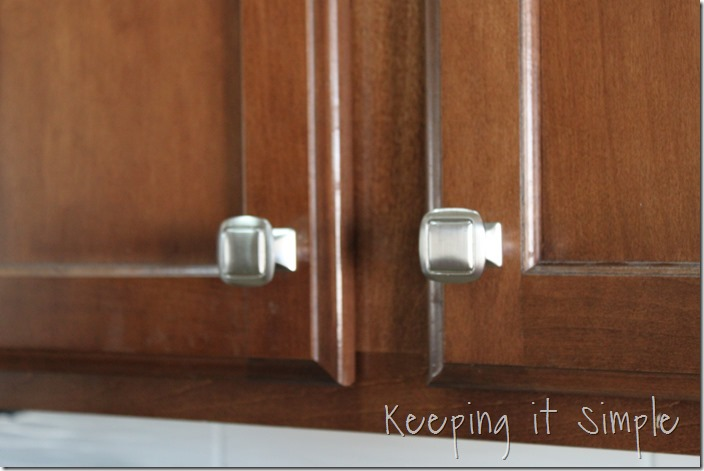 where to put knobs on cabinet doors photo - 18