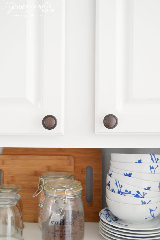 where to put knobs on cabinet doors photo - 3