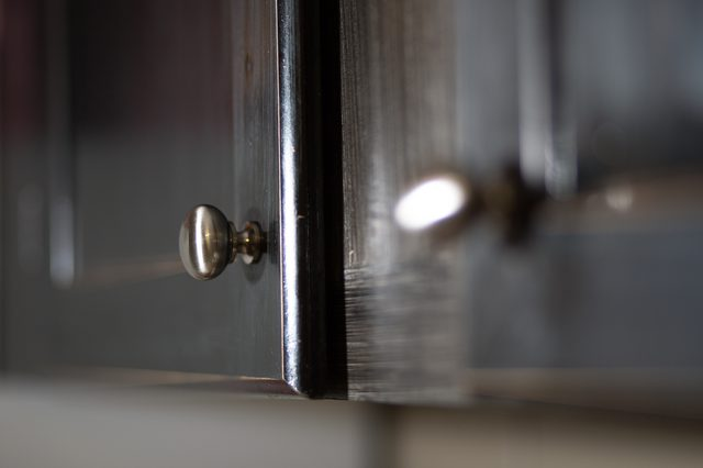 where to put knobs on cabinet doors photo - 5