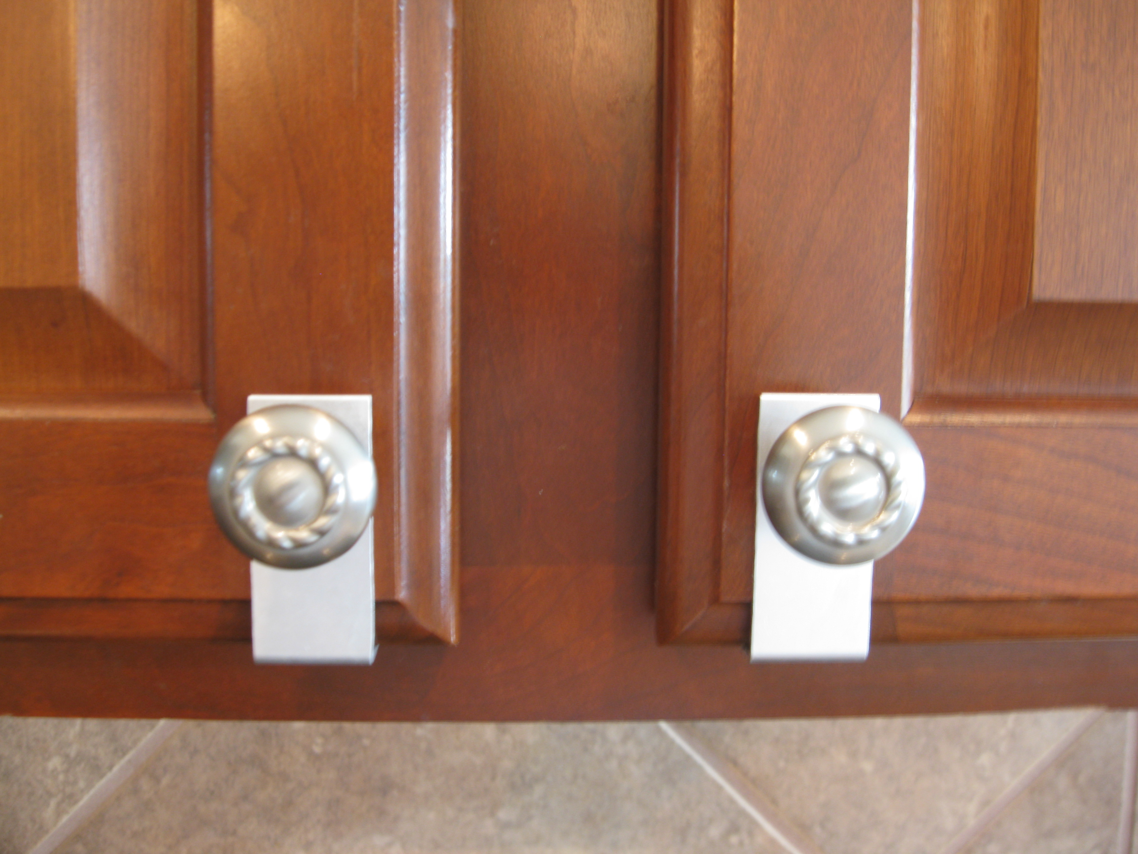 where to put knobs on cabinet doors photo - 6