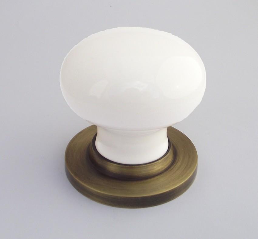 white porcelain door knob photo - 16