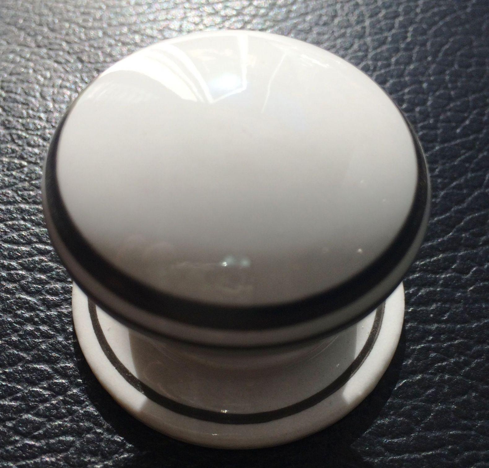 white porcelain door knobs photo - 18