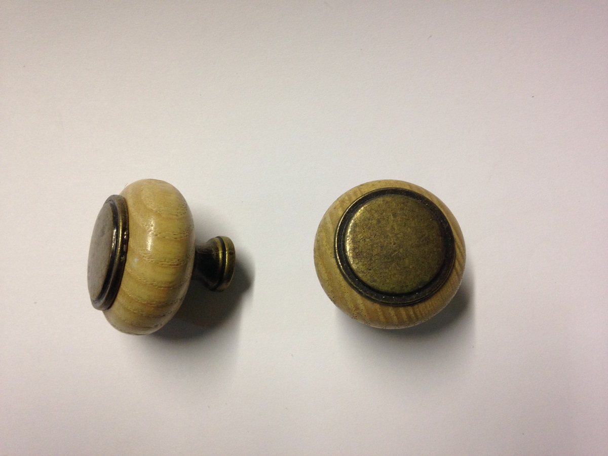 wood door knob photo - 11